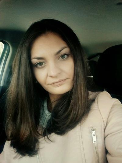«Учителем года» в Волгоградской области стала жгучая красавица-брюнетка
