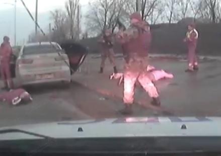 Опубликовано видео момента задержания виновников смертельной перестрелки во Фролово