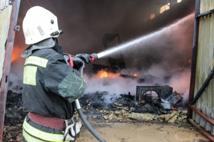 Названа причина страшного пожара в промзоне Волжского
