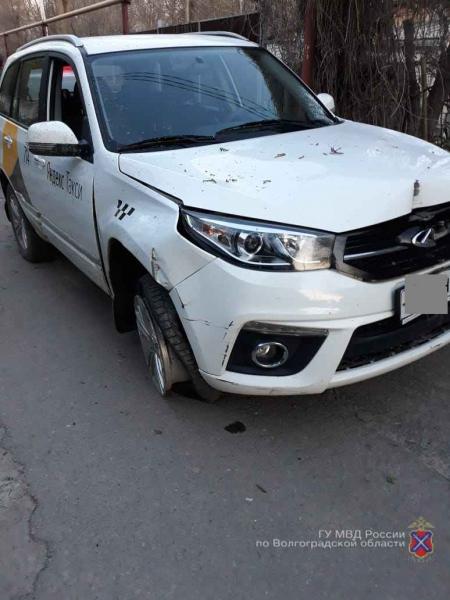 Работники автомойки угнали и разбили автомобиль «Яндекс.Такси» в Волгограде