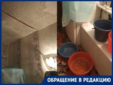 Вынужденный интерьер в многоэтажке Волгограда: отклеивающиеся обои и множество тазиков