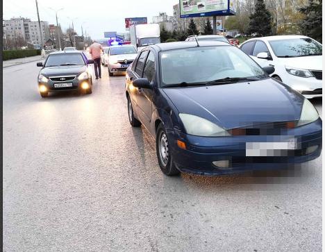 В центре Волгограда неизвестный протаранил машину общественника и скрылся