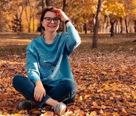 Любовница Евгения Петросяна устроила фотосессию на Мамаевом кургане