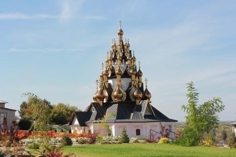 Под Волгоградом построен уникальный  33-х купольный храм