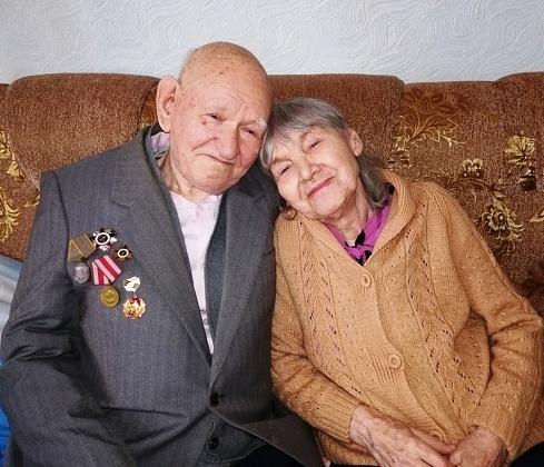 67 лет вместе: супругов из Волгограда наградят в Кремле