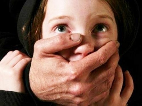 Под Волгоградом осудят педофила-рецидивиста за изнасилование 11-летней школ