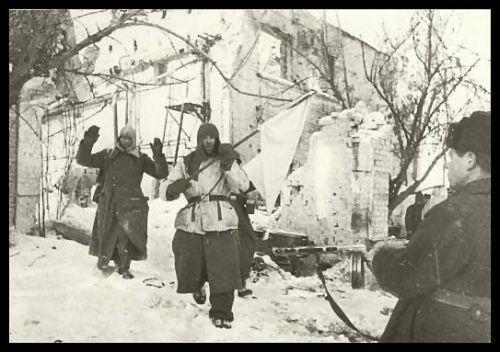 26 января 1943 год – в Сталинграде армия Паулюса рассечена советскими войсками на две группировки и обречена на уничтожение
