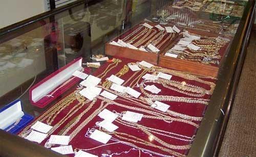 В Волгоградской области из ювелирного магазина украли половину товара
