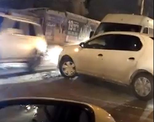 В Волгограде из-за столкновения маршрутки с иномаркой образовалась огромная пробка