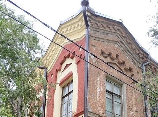 Безвкусицей назвал ремонт 102-летнего дома волгоградский общественник