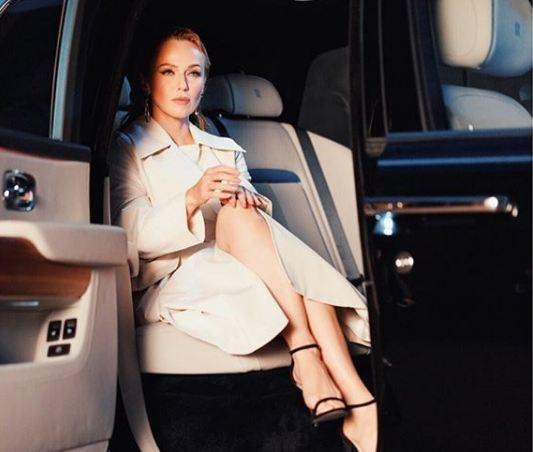 Альбина Джанабаева заинтриговала поклонников новеньким Rolls-Royce