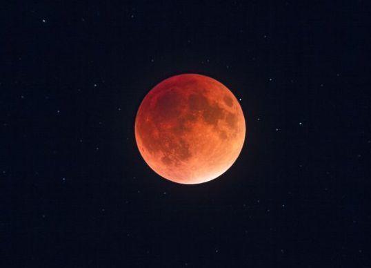 Во время кровавого лунного затмения неожиданно погиб волгоградец