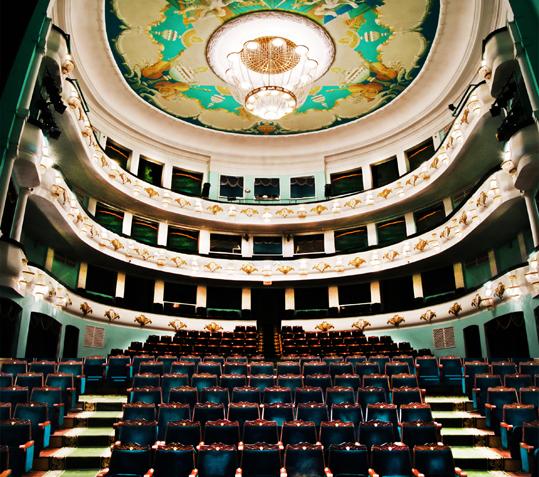 Гостям ТЦвВолгограде споют оперу «Травиата»