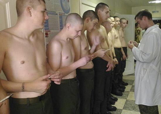 Солдат от гриппа и ОРВИ спасают луком и чесноком в Волгограде