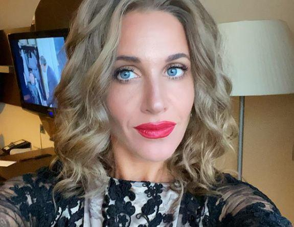 «А как же муж?»: подписчиков взбудоражило эротичное видео Ковальчук с гримером