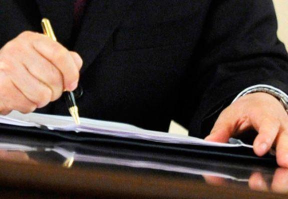 В Волгограде начальник госучреждения трудоустраивал лже-сотрудников