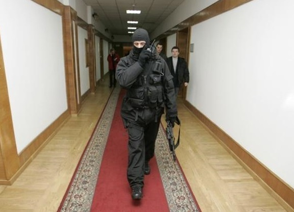 7 млн рублей потратят на вооружённую охрану для себя власти Волгограда