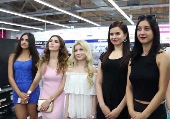 Среди чуть не распродавших MediaMarkt в Волгограде одиннадцати девушек выбрали лучшую