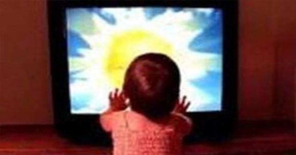 Пятилетнего ребенка насмерть придавило телевизором