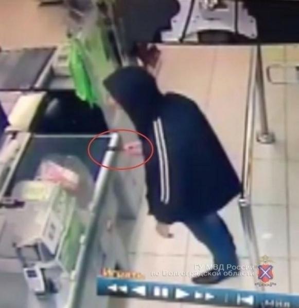 Вцентре Волгограда стажер-охранник сножом ограбил магазин