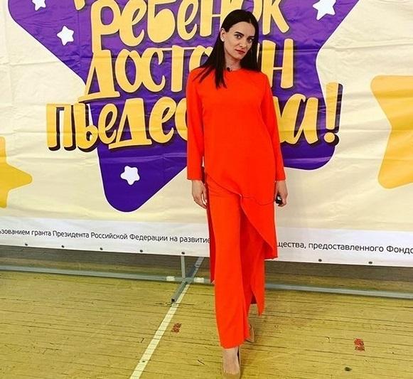 Елену Исинбаеву удивили подготовленные дети в Саратове