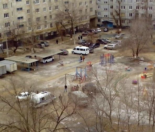 На детской площадке Волгограда найден мертвый мужчина