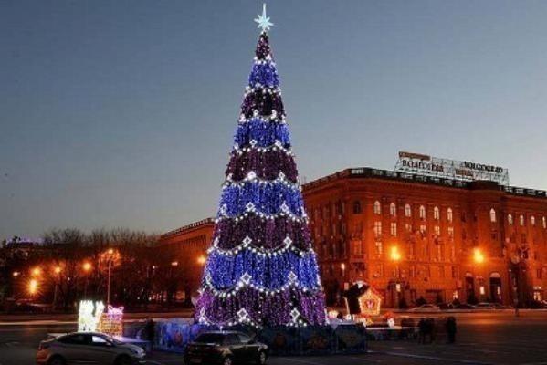 В Волгограде через 4 дня откроют украшенную к Новому году площадь Павших борцов