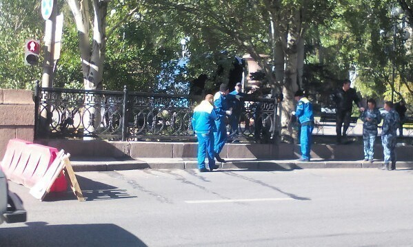Фрагменты чугунной ограды спроспекта Ленина разбросаны порайонам Волгограда