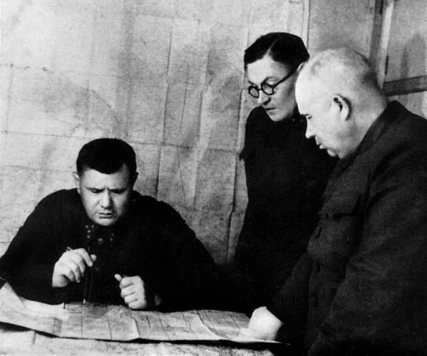 13 августа 1942 года – командующим Сталинградским фронтом назначен генерал-полковник Еременко