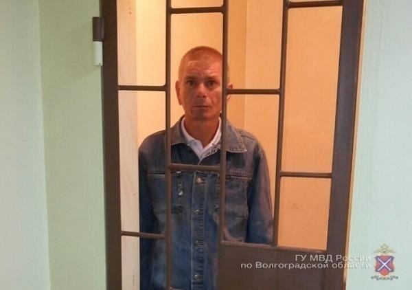 40-летний волгоградец краденные вцеркви украшения даровал собственной жене