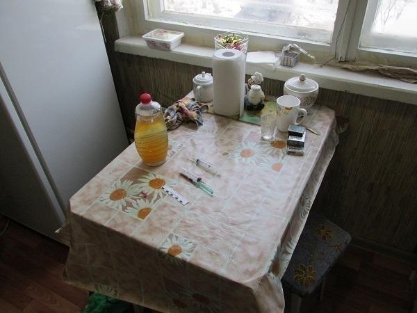В Волгограде ВИЧ-инфицированные сожители превратили свою квартиру в наркопритон