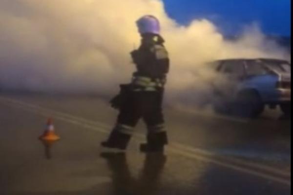 На «танцующем мосту» в Волгограде сгорело авто