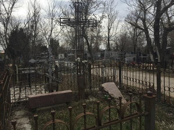 В Волгограде проходят экскурсии по Дмитриевскому кладбищу
