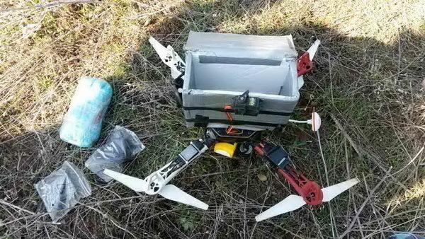 ВВолгоградской области рядом сколонией обнаружили квадрокоптер-доставщик