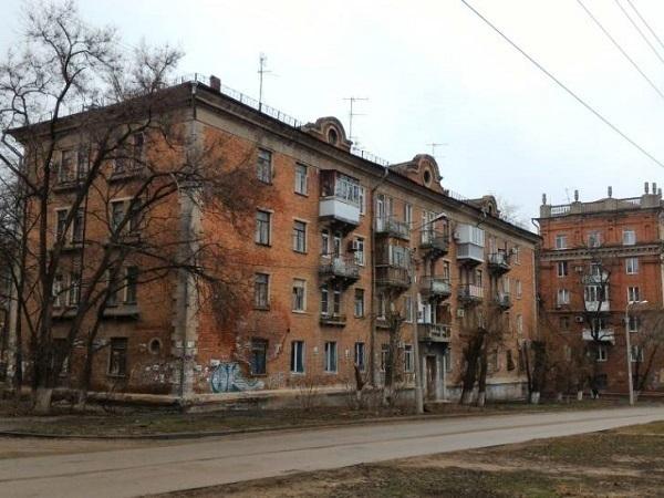 В Волгограде чиновники забыли, что в полуразрушенном общежитии с тараканами и крысами еще живут люди