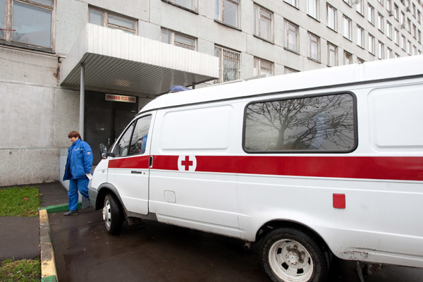 Под Волгоградом 65-летний мужчина скончался, упав с крыши
