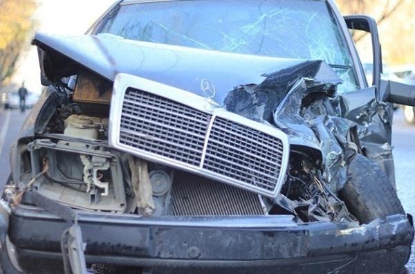 Под Волгоградом «Урал» протаранил Mercedes-Benz: двое пострадали