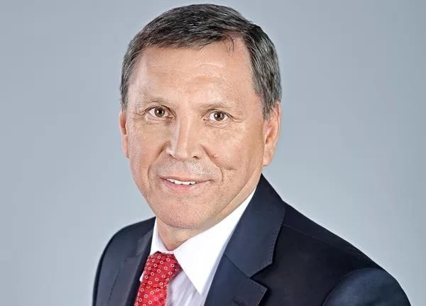 Волгоградский депутат на крохотном автомобиле отмечает день рождения