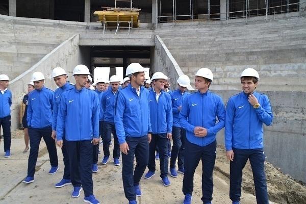 Команда «Ротор-Волгоград» посетила строящийся стадион «Волгоград Арена»