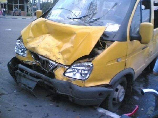 В центре Волгограда в ДТП с маршрутками пострадали две женщины
