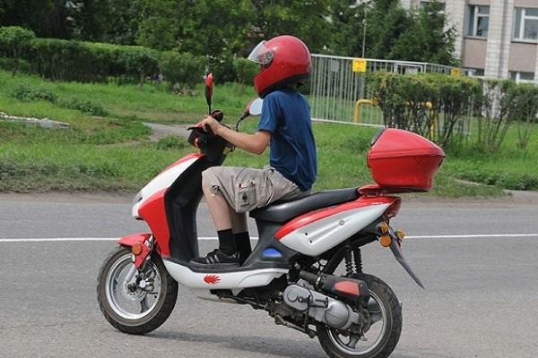 Девятилетний скутерист сбил ребенка под Волгоградом