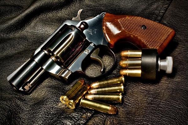У жителя Волгограда на автомойке украли револьвер
