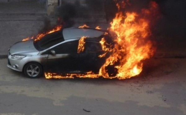Под Волгоградом сгорел Ford из-за короткого замыкания