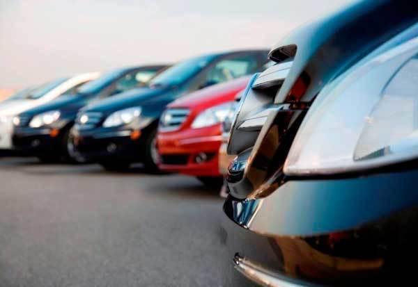 Более 3 рублей в минуту заставляли платить автомобилистов за парковку у аэропорта Волгограда