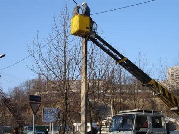 На дорогах Волгограда обновляется освещение