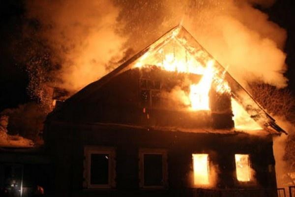 Под Волгоградом при пожаре в частном доме погибли мужчина и женщина