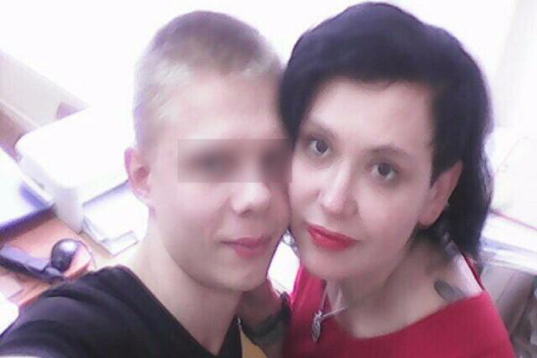 Знаменитая секс-учительница из Волжского и школьник все еще продолжают встречаться