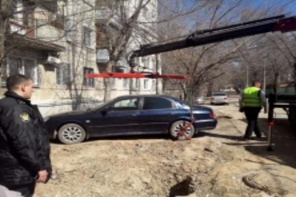В Волгограде у автомобилиста забрали иномарку за долги прежнего владельца