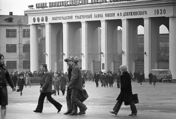Календарь: 18 февраля 1983 года – В Волгограде сошел с конвейера двухмиллионный трактор