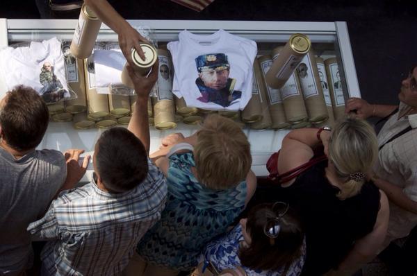 Волгоградцы кинулись раскупать «путинские» футболки от местных дизайнеров